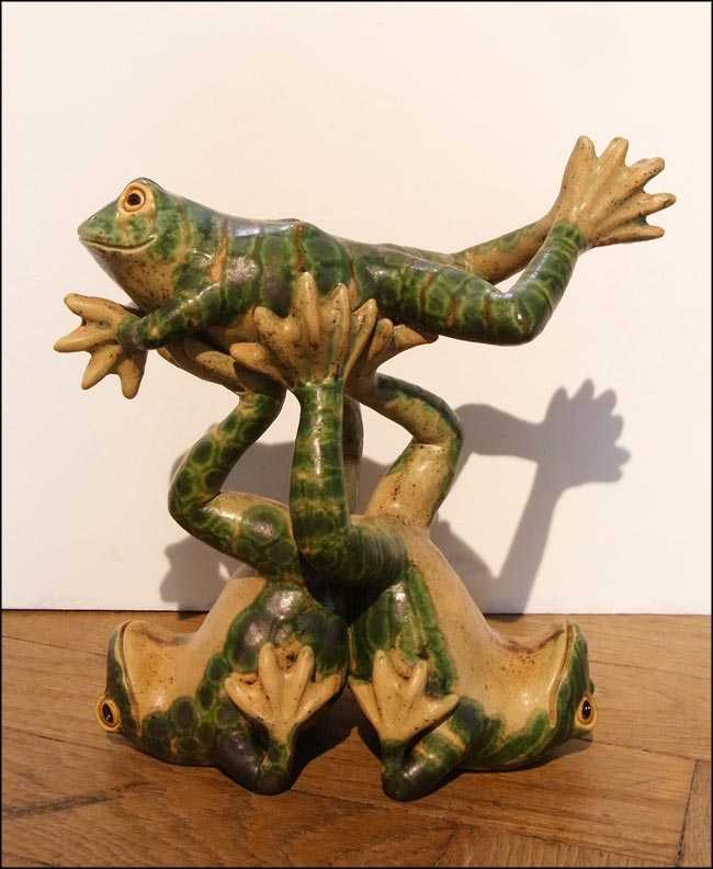 acrobatic frogs sculpture